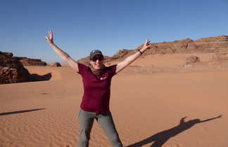 Corine dans le dans le désert du Wadi Rum