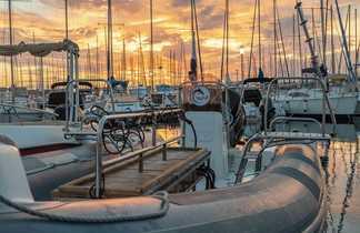 Coucher de soleil sur la Pointe Rouge et les bateaux Dune
