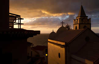 Coucher de soleil sur l'église de Jardim do Mar