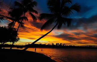 Coucher de soleil sur une plage à Bahia au Brésil