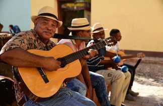 Cubains jouant de la guitare