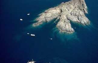 Décor vu du ciel : l'île de la Gabinière, dans le Parc National de Port Cros
