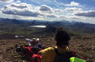Détente en Islande pendant un trek