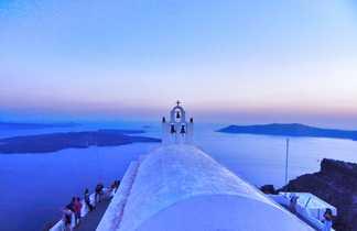 Eglise avec vue sur la mer à Santorin