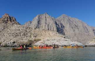 En kayak dans le fjord Sham