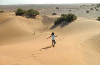 Enfant dévale dune, Maroc