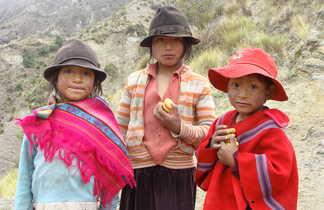Des enfants équatoriens dans les Andes
