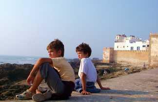 Enfants sur les remparts d'Essaouira, Maroc