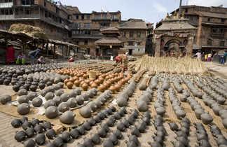 Étalage de poteries à Bhaktapur