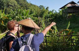 Explications du guide dans le pays Shan en Birmanie