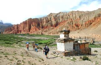 Falaises de Dhakmar, dans le Haut Mustang