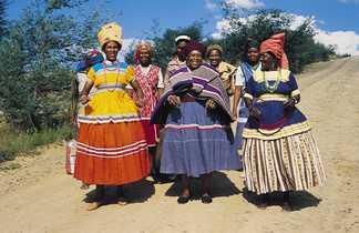 Femmes du Lesotho en habits colorés
