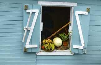 fenêtre d'une maison dans un village de la Réunion