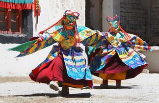 Personnes costumées au festival de Stok au Ladakh