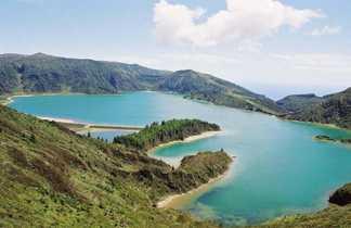 Furnas et son lac sur l'île de São Miguel