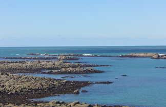 galets surmontés par la mer