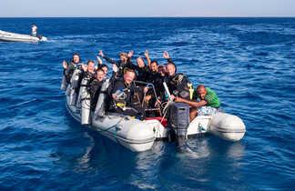 Grands sourires sur le zodiac : les plongeurs sont prêts à buller !