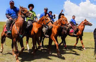 Groupe de cavaliers en Kirghizie