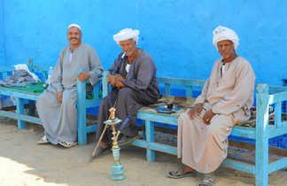 Habitants de village sur le Nil