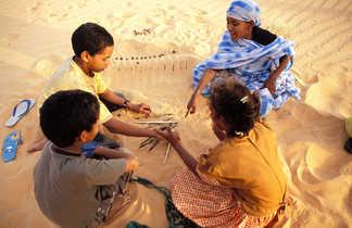 Jeu enfants dans le sable, Mauritanie
