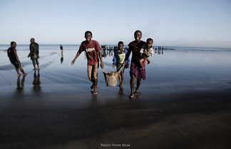 Jeunes pêcheurs de Tuléar @ Youri Bilak