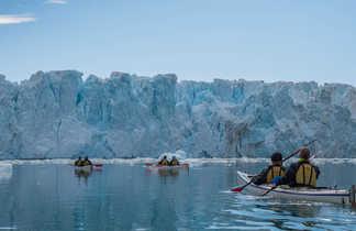 Kayak au pied des glaciers du Spitzberg