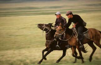 Kirghizes à cheval