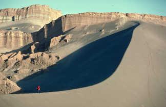 La grande dune de la Vallée de la Lune dans le désert d'Atacama