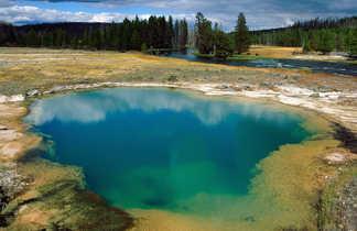 Lac à Yellowstone aux USA