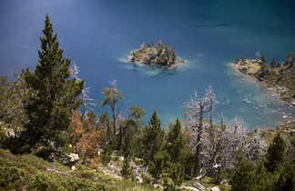 Lac aux eaux cristallines dans le massif de Néouvielle