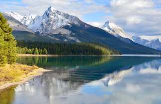 Lac Maligne dans le Parc National de Jasper, Ouest Canada