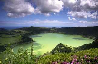 Lagoa furnas sur lîle de Sao Miguel aux Açores