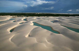 Lagune dans le désert des Lençois Marahenses