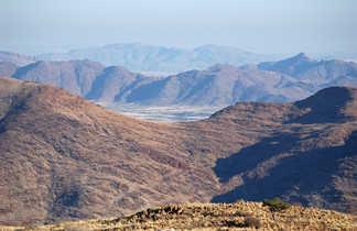 Le paysage minéral du khomas-hochland en Namibie