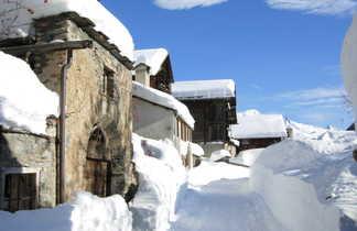 Le village de Saint Veran enneigé, alpes du sud