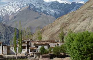 Le village de Yangthang et les montagnes du Zanskar, dans la vallée de Sham
