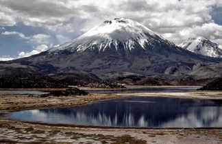 Le volcan Parinacota dans le nord Chili