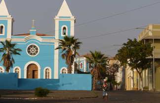 L'église colorée de Sao Felipe à Fogo
