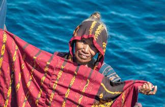 Les femmes des îles alentour viennent proposer leur artisanat
