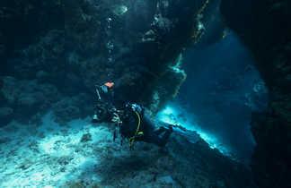 Les jeux de lumière dans les grottes de St John's font le bonheur des photographes
