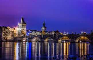 Lumières de la ville de Prague de nuit