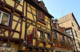 Maisons coloré à pans de bois en alsace