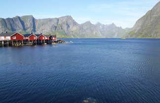 Maisons rouges dans les Lofoten
