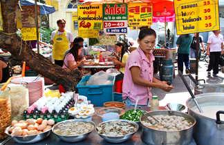 Marché traditionnel proche de Bangkok en Thaïlande