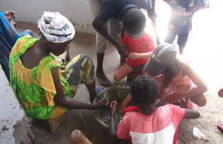 Moment de partage en cuisine au Sénégal
