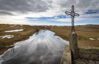Montagne avec croix Aubrac