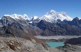 Panorama sur le massif de l'Everest, depuis le Renjo La
