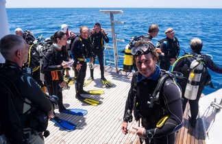 Parés à embarquer sur le zodiac, les plongeurs ont le sourire