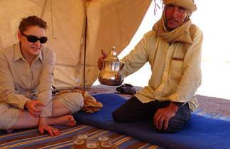 Pause thé sous la khaïma, Maroc