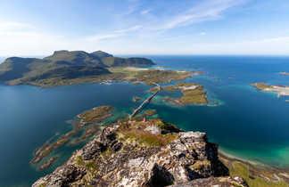 Paysage norvégien des Lofoten, vue depuis Volandstinden sur Fredvang